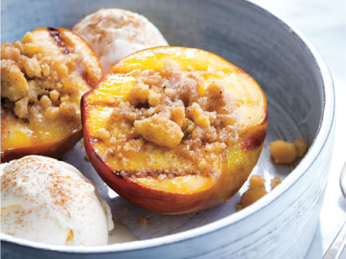 Grilled Peaches with Shortbread Crumble